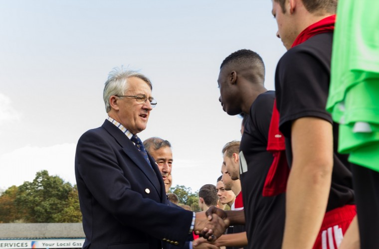 Sir Gerald Howarth meets the Aldershot Town team. Credit Yam Gurung