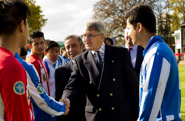 Sir Gerald Howarth meets the Sahara UK team. Credit Yam Gurung