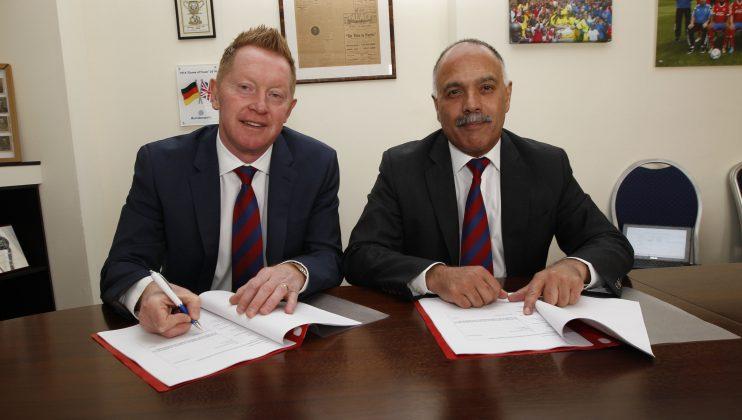 Gary Waddock Aldershot Town manager 2016 web 1